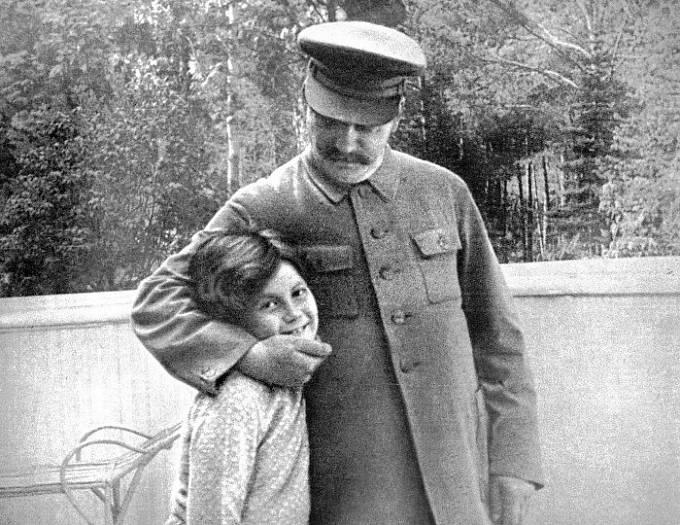 Jako dítě Světlana otce hluboce milovala