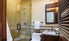 Další koupelna, určená pro hosty. Koupelny v domě mají jednotný styl.