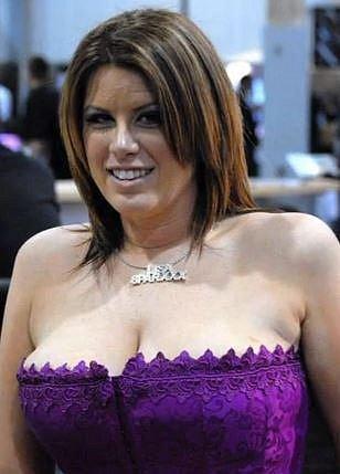 Nejvíce sexuálních partnerů v jeden den - 919! Lisa Sparxxx je pornoherečka a má na svém kontě tento vskutku úctyhodný výkon...