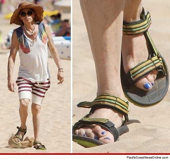 Nohy Stevena Tylera jsou jedním slovem katastrofa. Ale nezapomíná na pedikúru.