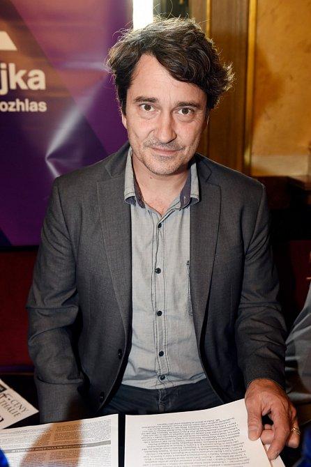 Saša Rašilov je seriálový manžel Sabiny Laurinové