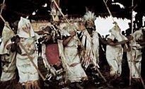 V Amazonském kmeni se zase dodržovala tradice, která přikazovala dívkám strávit několik měsíců mimo kmen.