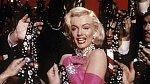 """4. Neměla ráda diamanty, ačkoliv o nich zpívá ve známé písni """"Diamonds Are A Girl's Best Friend"""". Jejím oblíbeným šperkem byla jednoduchá šňůra perel. Skvostné šperky byly jen součástí její herecké image."""