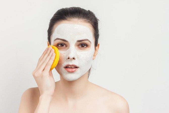Ilustrační foto - maska z něj zmenšuje skvrny na kůži