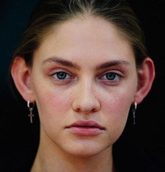 Tato modelka si na svých uších také postavila kariéru a jak jí šlape.