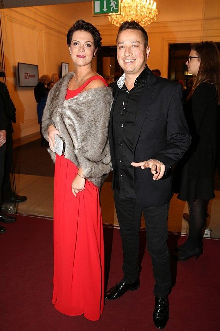 Petr Bende se svou ženou. Vypadá to, že je manželská krize definitivně zažehnána.