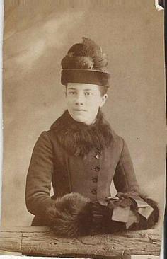 Rukavice byly pro ženy nepřijatelné. Díky štuclíku si chránily ruce před mrazem.