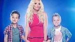 Britney Spears - Britney si také sáhla až na dno. V roce 2007 jí dokonce byli odebráni její dva synové, tak byla pro své okolí nebezpečná. Asi si pamatujete, jak si oholila hlavu, mlátila do aut paparrazzi fotografů deštníkem, opíjela s...