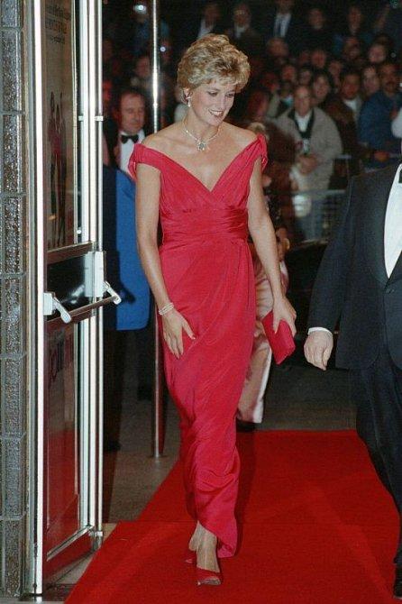 Červené šaty od Victora Edelsteina vynesla Diana několikrát.