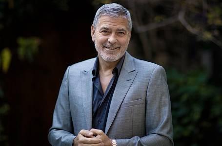 Herec, režisér, scenárista, producent a otec tříletých dvojčat George Clooney