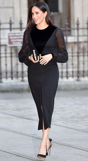 Meghan má v oblibě černou barvu.