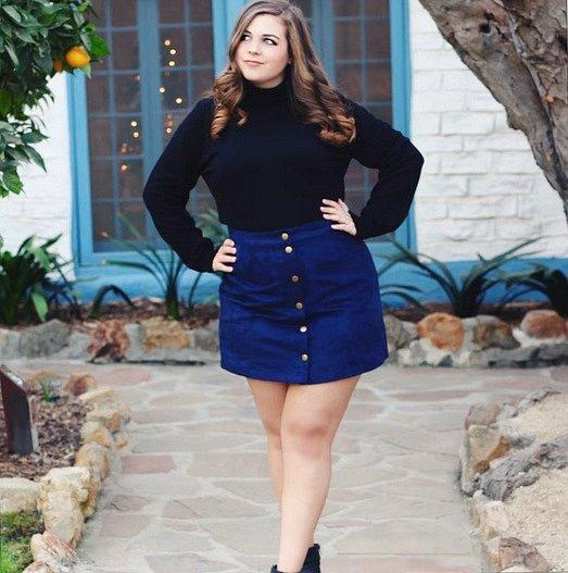 Postoj s překříženýma nohama vypadá dobře i se sukní, umělá mezera se však k sukni nehodí. Působí moc lascivně.