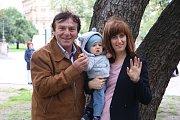 Pavel Trávníček se čtvrtou ženou Monikou a jejich synem Maxmiliánem.