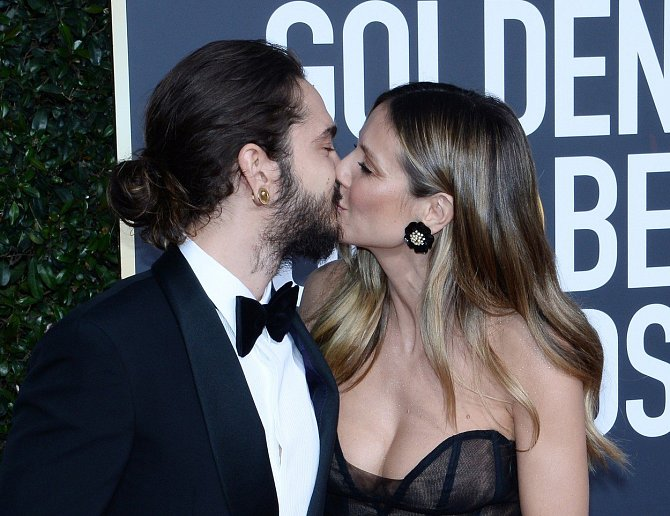 Heidi Klum se nezdráhala políbit svého o mnoho let mladšího partnera Toma Kaulitze.