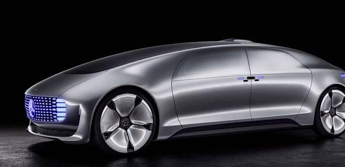 Auta v budoucnu nebudou potřebovat, aby je lidé ovládali. Bude stačit nastavit, kam chceme dojet a auto už to zvládne samo.