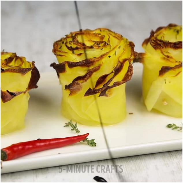 Dejte péci na cca 20 minut a při servírování je můžete postříkat trochou octa balsamico.