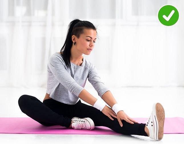 Nezapomeňte se po tréninku protáhnout. Stačí pár minut a vaše tělo vám bude vděčné. Svaly vás druhý den nebudou tak bolet a budete se cítit mnohem lépe.