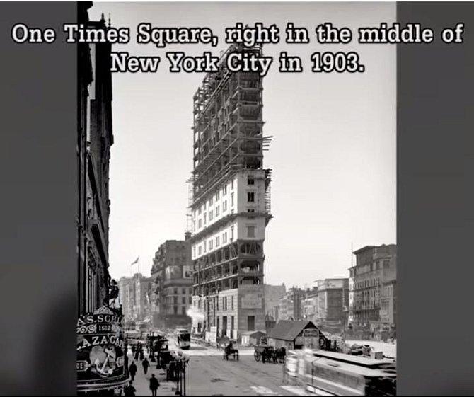 Stavba proslulého domu stojícího uprostřed New Yorku na Times Square v roce 1903.