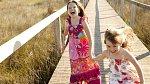 Leona i Ivona jsou jak z divokých vajec. Rodiče jsou ale šťastní, že je mají a snaží se jim dopřát krásné dětství.
