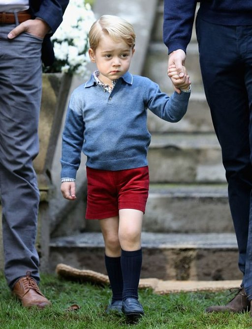Princ George je zvídavý a všetečný kluk.
