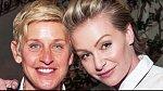 Ellen DeGeneres se svou dlouholetou přítelkyní herečkou Portia de Rosii, která je téměř o dvacet let mladší.