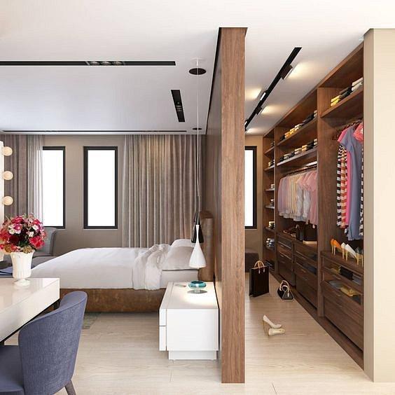 Pokud nemáte v bytě mnoho místa, ale můžete dělat stavbní práce, není problém si šatnu vytvořit přepažením místnosti.