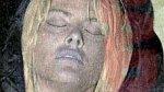 Anna Nicole Smith po smrti v roce 2007, pravděpodobně se předávkovala léky a alkoholem.