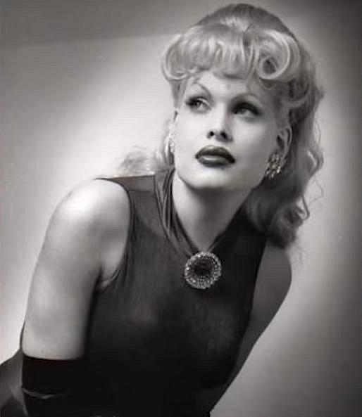 Ještě před sérií plastických operací byla velmi krásnou ženou.