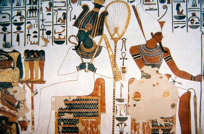 Ilustrační foto - Bohové Osiris a Atum na fresce v hrobce Nefertari.