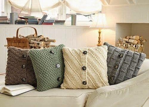 Potahy na polštáře ušité ze svetru proteplí domov