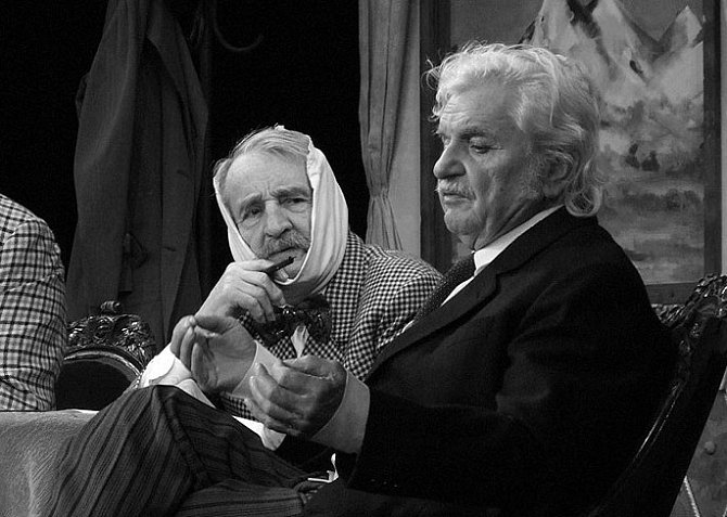 Ladislav Smoljak a Petr Brukner v inscenaci Vražda v salónním kupé