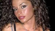Raffaella Fico je kontroverzní hvězdička. Připletla se do kauzy kolem Silvia Berlusconiho, má dítě s ženatým fotbalistou. Ve dvaceti prý prodala za milion euro svůj věneček tlustému a chlupatému muži.