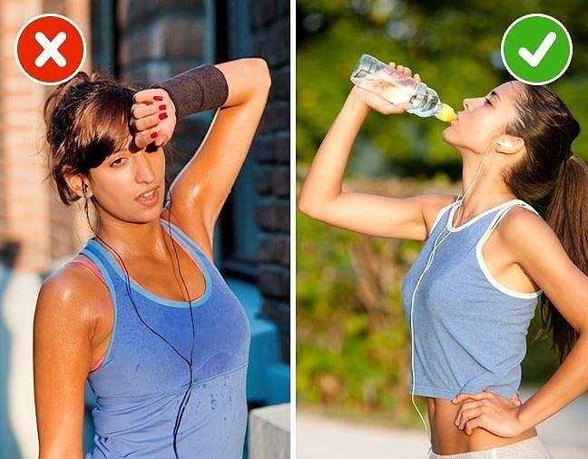 Pití versus nepití během tréninku - Nezapomínejte na doplnění pitného režimu. Zvláště během tréninku, při kterém se hodně potíte.