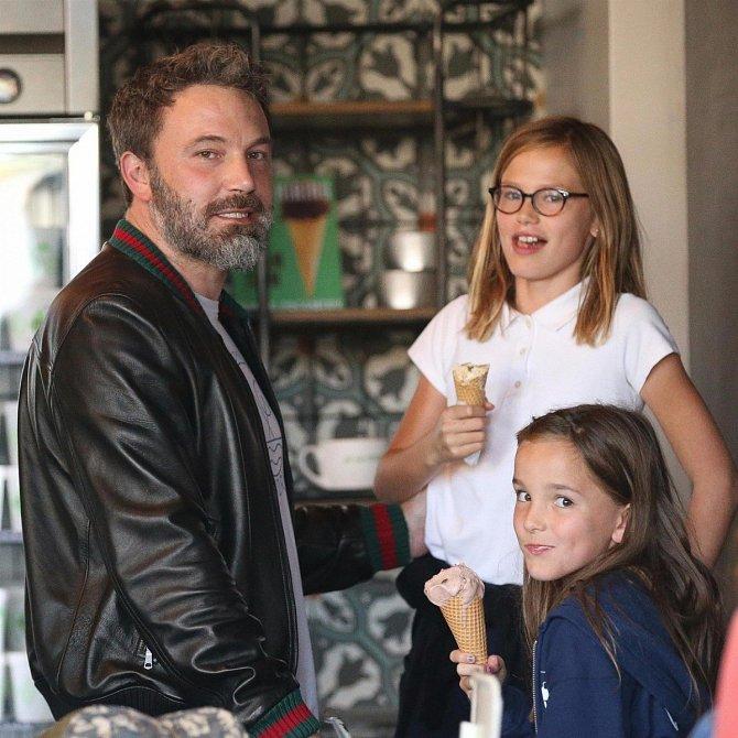 Ben Affleck s dcerami Violet a Seraphine