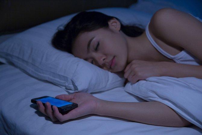 Telefon nepustí z ruky za žádné situace.