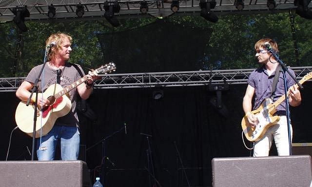 Tomáš se svým hudebním parťákem Jiřím Kučerovským