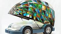 Britský designér Dominic Wilcox přišel s vozítkem budoucnosti, které má místo sedadel postel a střechu inspirovanou vitrážovými okny katedrál.