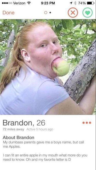 Jmenuje se jako kluk a to jablko asi připomíná to z ráje.