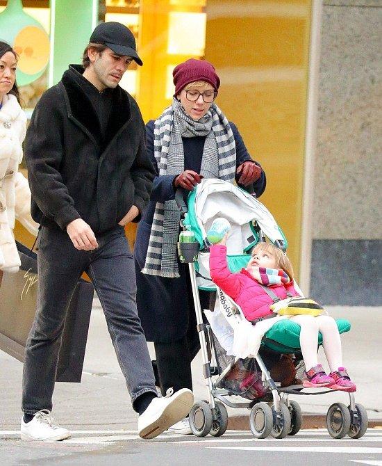 Scarlett Johansson a Romain Dauriac – manželé se rozhodli pro rozvod po dvou letech od sňatku. Teď ale vedou spor o péči o společnou dceru Rose, kterou chtějí mít oba ve výhradní péči. Podle Romaina je herečka na roli matky příliš v...