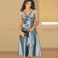 Stříbrné šaty s dekoltem
