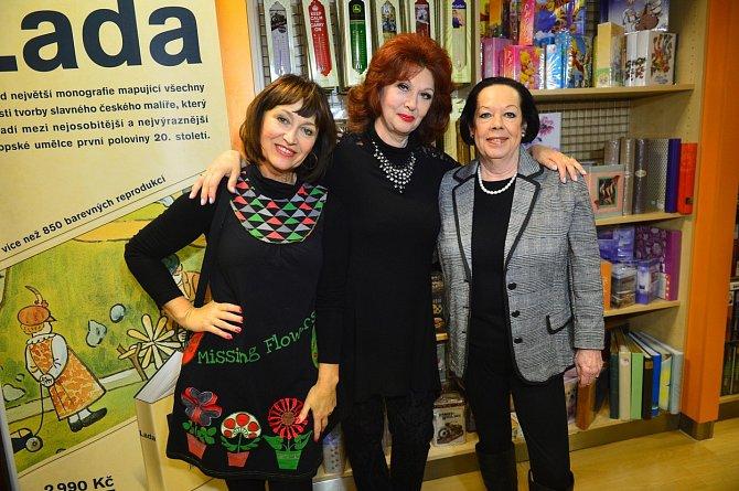Yvonne Přenosilová s Petrou Černockou a Saskií Burešovou