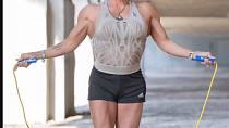 Rebecca Woody cvičila celý život a v sedmdesáti objíždí soutěže a konkuruje o generace mladším bodybuilderkám.