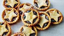 Velká Británie - dalším tradičním dezertem jsou tyto plněné skořicové koláčky.