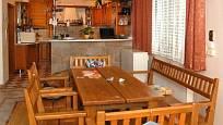 Kuchyně Jaromíra Bosáka působí útulně.