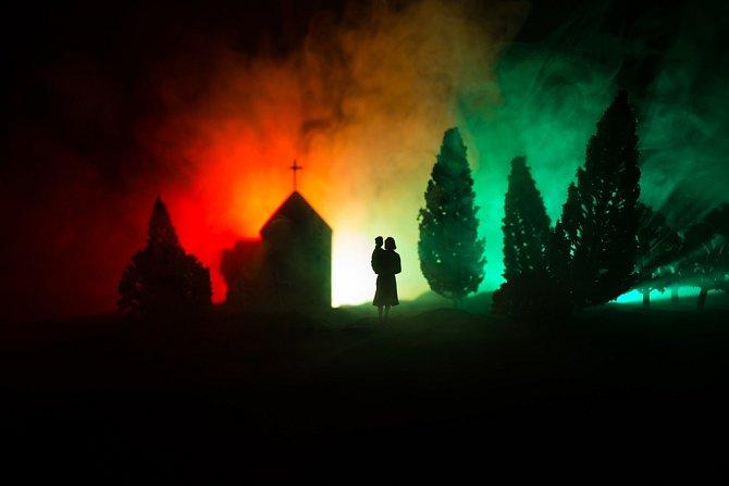 V Chile se kolem půlnoci sejdou lidé na hřbitově.