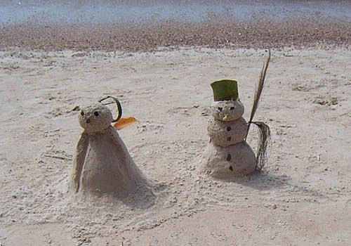 Sněhuláci se dají postavit i z písku, ale není to ono