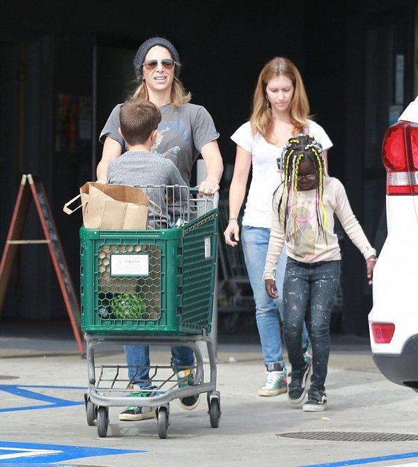 Jullian  Michaels s rodinou na nákupech