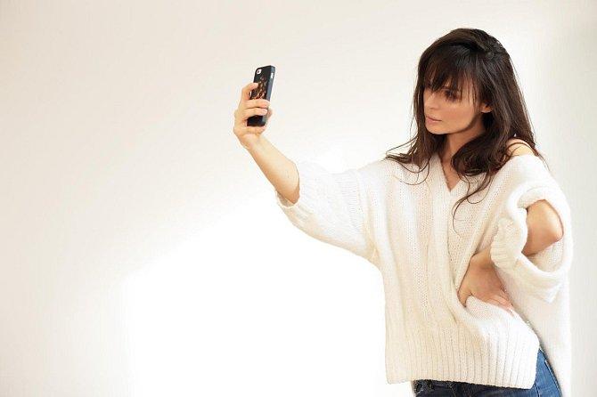 Focení selfie je stále velká móda.