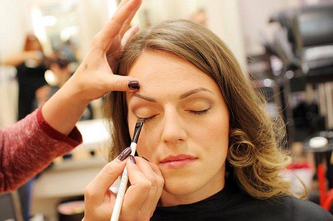 A je čas na líčení a kosmetikou MAKE-UP STUDIO