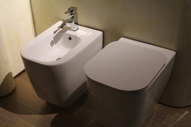 Toaleta s bidetem
